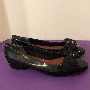 Ros Hommerson size 11N flat loafer with bow